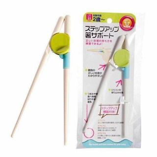 Đũa tập ăn cho bé - Đồ dùng tập ăn dặm đũa gắp có vòng kẹp cố định hàng xuất Nhật - Tamankids thumbnail