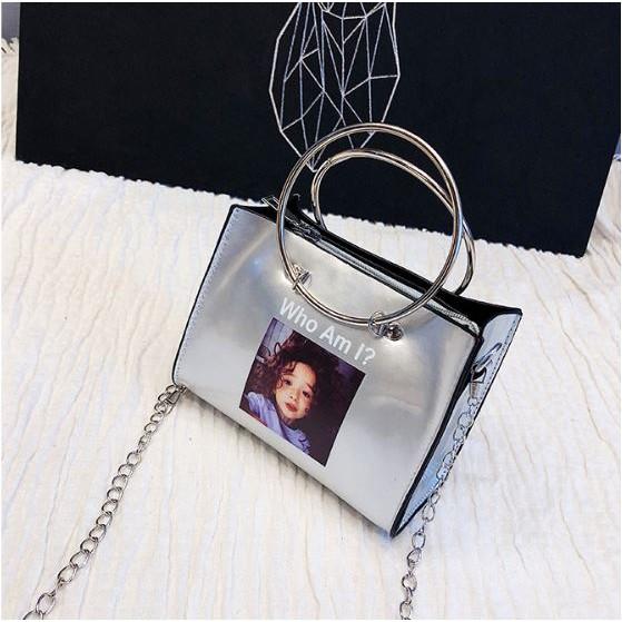 Túi xách dáng đeo chéo kết hợp với xách tay Who Am I hàng Quảng Châu