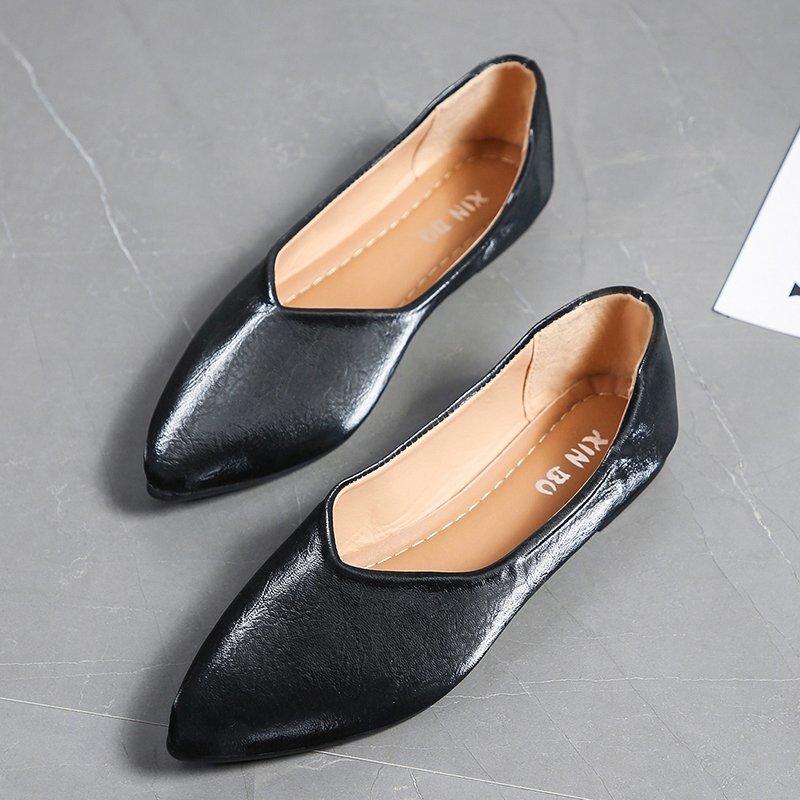 Giày nữ đế bệt chất liệu mềm mũi nhọn màu trơn có size lớn 41 / 42 / 43