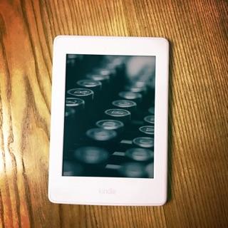 Máy đọc sách kindle paperwhite 3 trắng hàng used máy đẹp có đèn nền