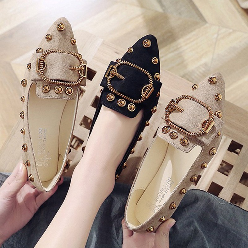 Beanie shoes female 2019 spring new Korean version of the pointed metal buckle rivet single shoes girl wild work shoes