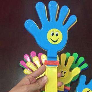 Bàn tay lắc bằng nhựa