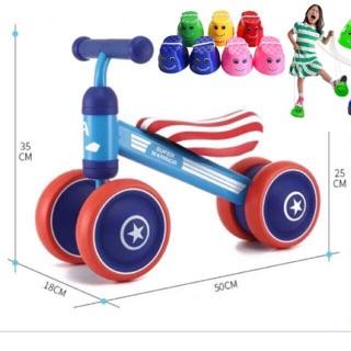 xe chòi chân thăng bằng 4 bánh cho bé