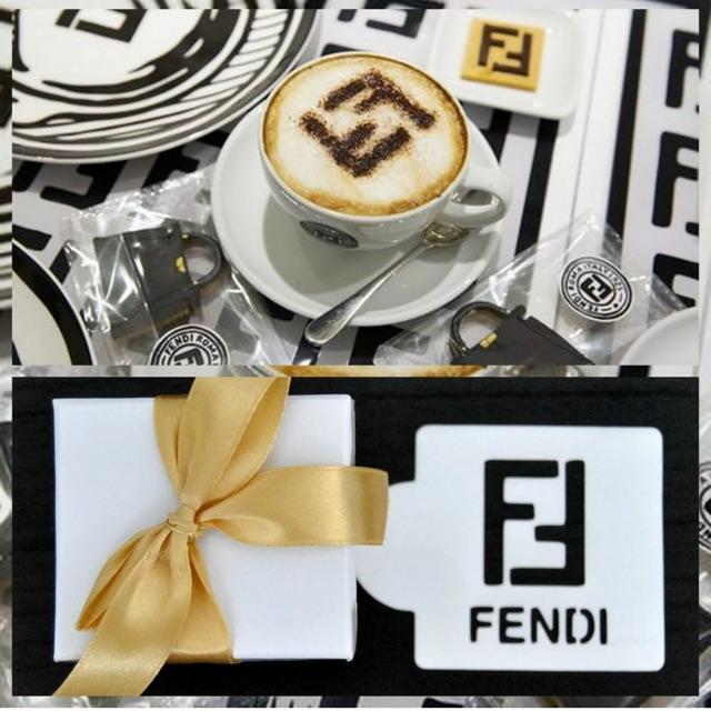 แผ่นทำลาย ลาเต้ คาปูชิโน กาแฟ นำเข้าUS Fendi Stencil Template For Coffee Cupcakesเครือเดียวกับหลุยส์ วิคตองคาเฟ่ในลอนดอน
