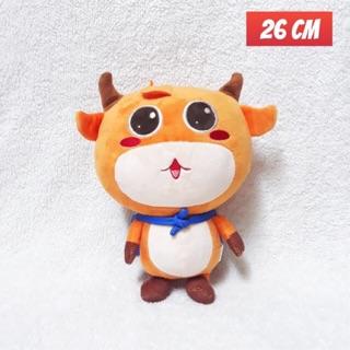 Gấu bông hình chú bò tót màu cam.
