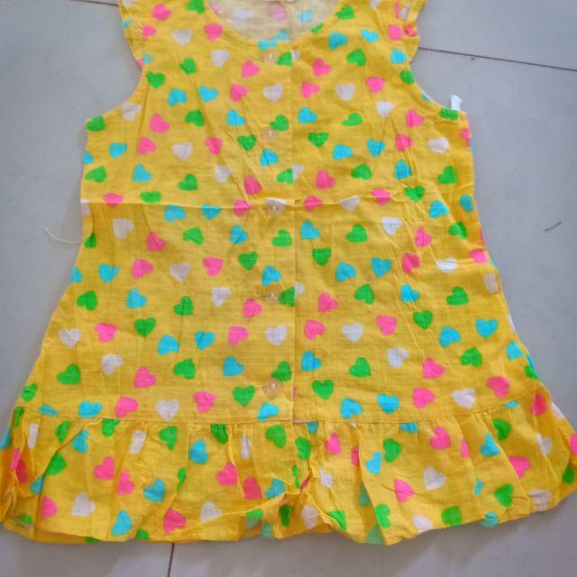 Váy hoa vàng