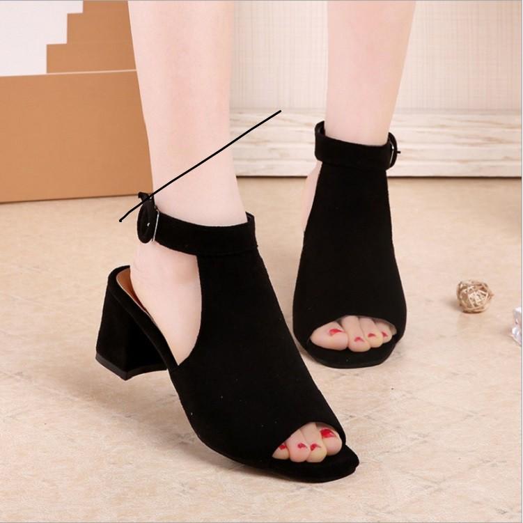 Giày bốt nữ đế vuông GN324