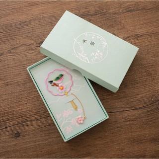 Hộp giấy đựng quà tặng mini bookmark tự thêu handmade nguyên liệu hộp giấy trang trí lenmad