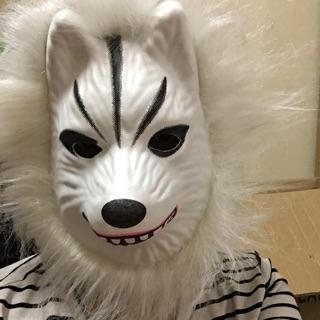 Mặt nạ sói trắng