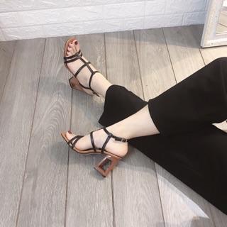 Sandal gót khoét lòng quai mảnh đen be công sở