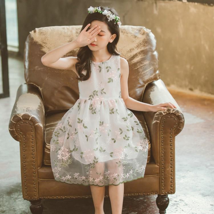 Đầm xoè phối hoa cho bé gái