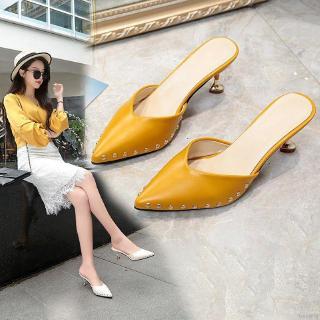 Giày cao gót mũi nhọn đính đinh tán thời trang