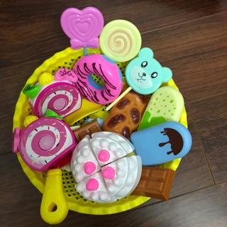 Rỗ đồ chơi cắt bánh kem sinh nhật, bánh ngọt và kẹo dành cho bé