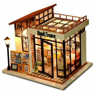 Kèm mica – Mô hình nhà gỗ búp bê dollhouse DIY – M012A Bookstore