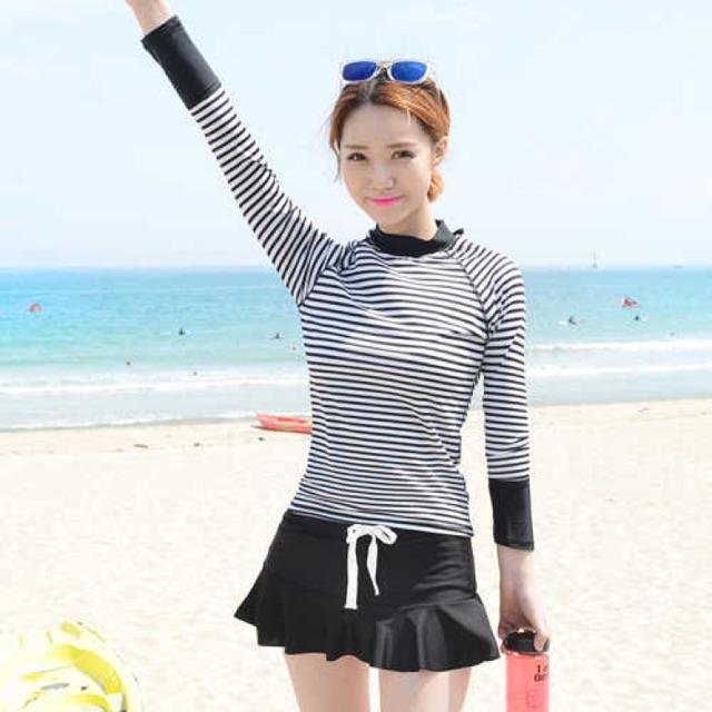 Bikini tay dài/ Đồ bơi tay dài/ Đồ bơi phong cách Hàn Quốc áo kẻ sọc chân váy - 2515776 , 1005321110 , 322_1005321110 , 290000 , Bikini-tay-dai-Do-boi-tay-dai-Do-boi-phong-cach-Han-Quoc-ao-ke-soc-chan-vay-322_1005321110 , shopee.vn , Bikini tay dài/ Đồ bơi tay dài/ Đồ bơi phong cách Hàn Quốc áo kẻ sọc chân váy