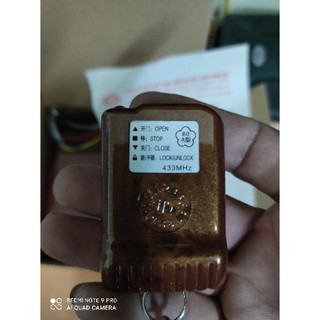 Tay điều khiển cửa cuốn- Remote cửa cuốn YH 433 mhz mã nhảy vân gỗ