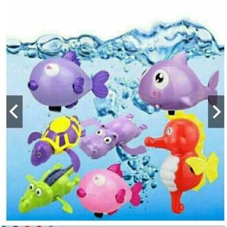 Đồ chơi cá bơi trong chậu tắm