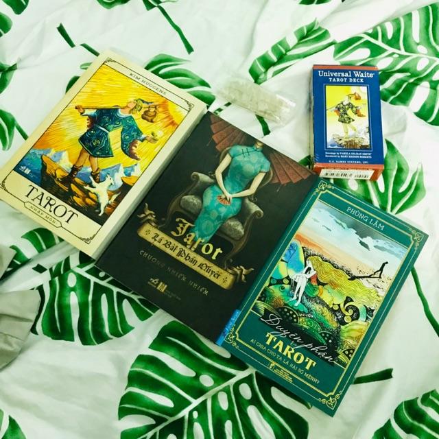 Bộ sách và bài tarot