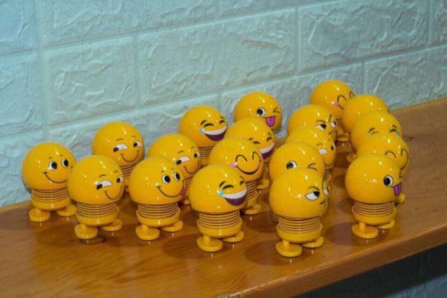 Nhún lò xo emoji có đèn dùng trang trí về sll