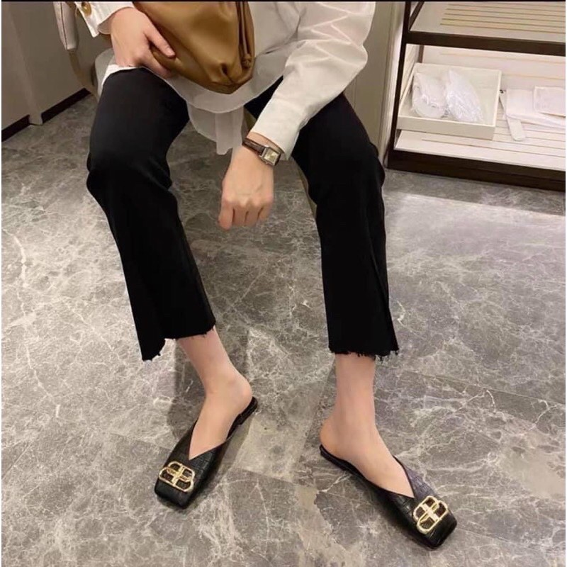 Giày nữ sục mũi vuông khuy mặt chất da rắn đủ size
