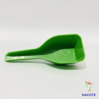 Thìa xúc cám chim, gà, bồ câu tiện lợi chất liệu nhựa bền đẹp thumbnail