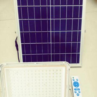 Đèn năng lượng mặt trời 150w pha hợp kim nhôm