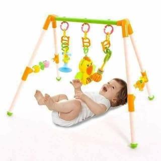 Kệ chữ A vẹt có nhạc. Kệ dùng làm đồ chơi cho bé sơ sinh, dễ tháo lẻ ra làm đồ chơi xúc xắc, treo nôi cầm tay chi bé yêu