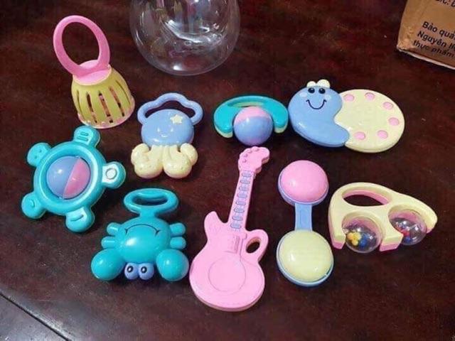 Xúc xắc bình ti Baby Toys 9 món cho bé