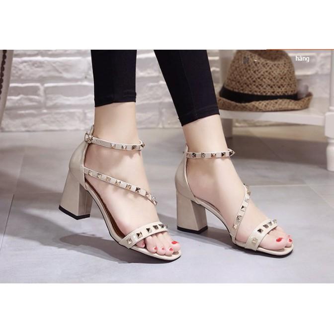 Giày Sandal Nữ A4 Hở Ngón Đính Đinh Tán Phong Cách Hàn Quốc cao 6cm Mẫu mới 2019 (có sẵn)