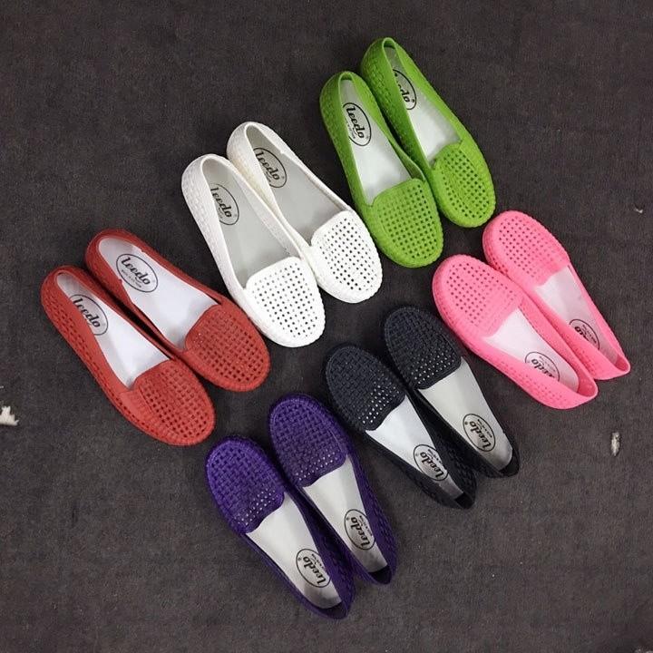 Giày búp bê nhựa đi màu trắng và đen ( phom nhỏ)