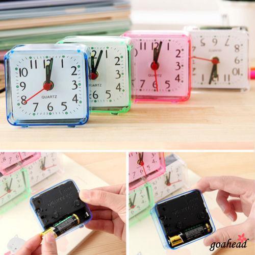 Đồng hồ báo thức hình vuông thiết kế nhỏ gọn