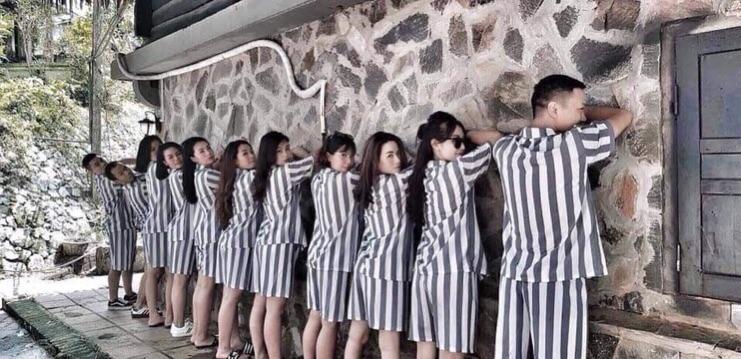 Bộ pijama sọc kẻ tù nhân -