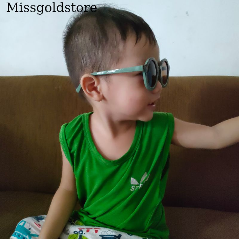 kính bé chống tia UV