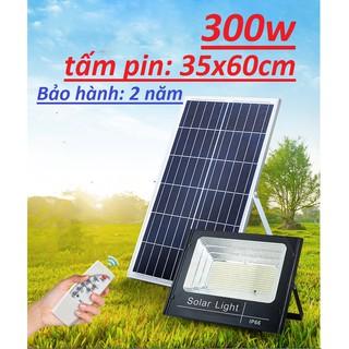 Đèn pha năng lượng mặt trời, đèn năng lượng mặt trời sân vườn 100w 200w 300w có đèn báo dung lượng