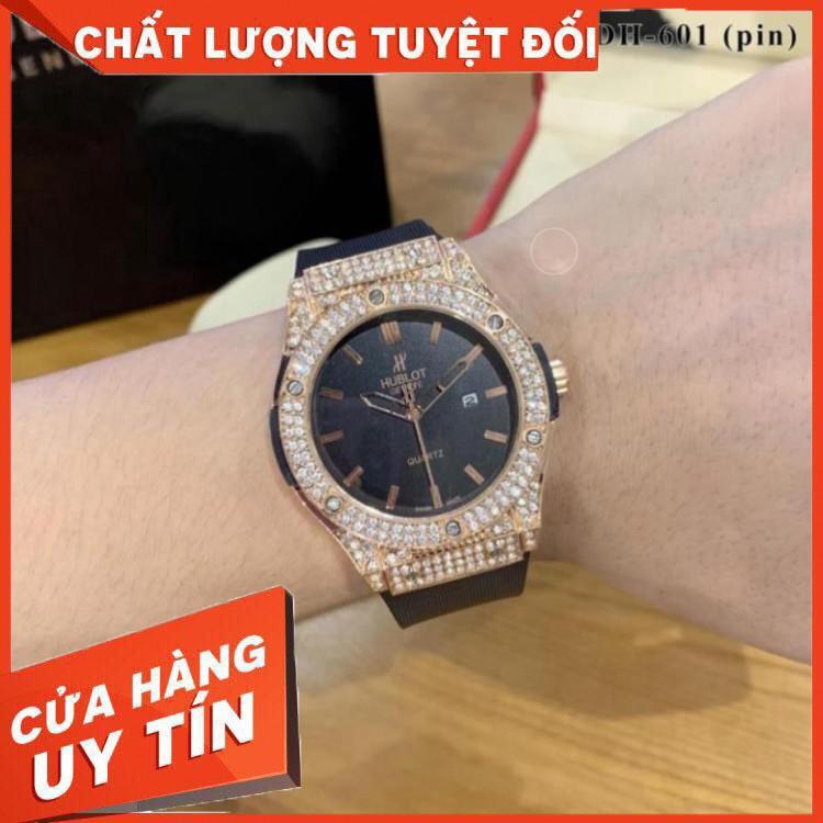 (Hublot hương vani) Đồng hồ nam Hublot mặt tròn đính đá máy pin dây cao su thơm vani DH601 - Đồng hồ Hulo