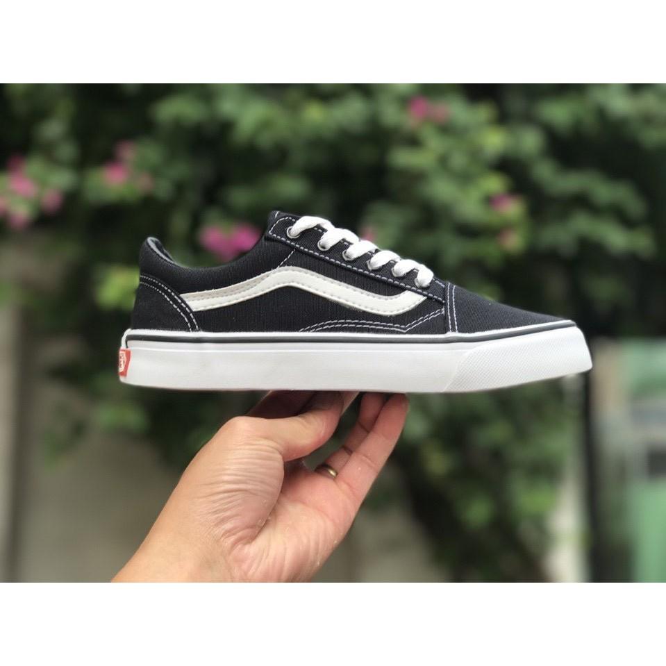 Combo 2 đôi giày Vans Old Skool đen trắng & đen đỏ - 2596515 , 638503685 , 322_638503685 , 310000 , Combo-2-doi-giay-Vans-Old-Skool-den-trang-den-do-322_638503685 , shopee.vn , Combo 2 đôi giày Vans Old Skool đen trắng & đen đỏ