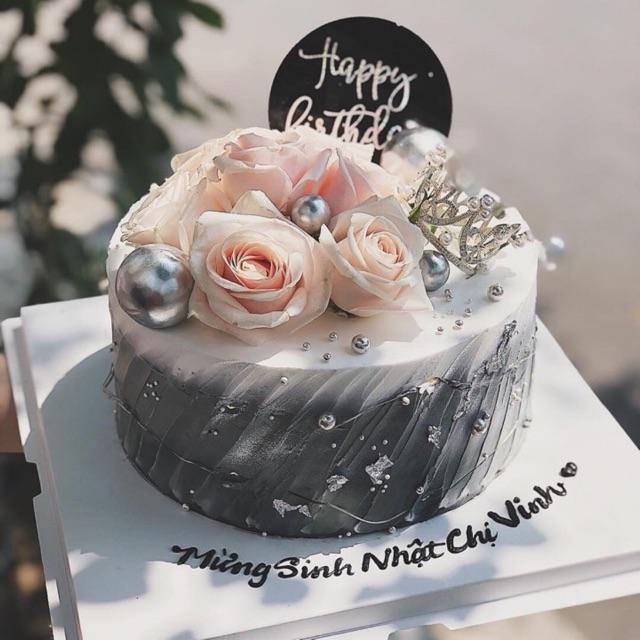 Bánh sinh nhật hoa kem và vương miện nhỏ | Shopee Việt Nam