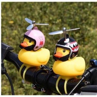 Vịt gắn xe đội mũ chong chóng bíp còi vui nhộn có đèn led đổi màu (mẫu ngẫu nhiên)