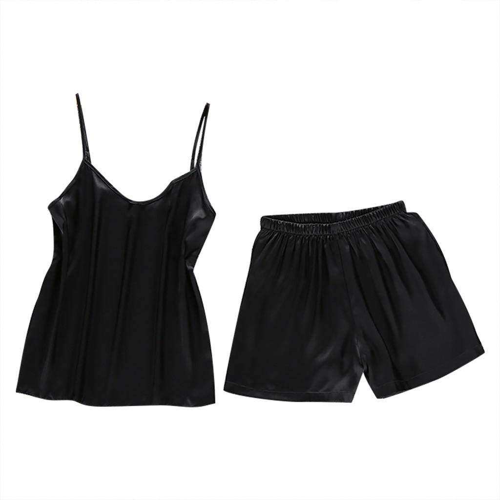 Bộ đồ ngủ gồm áo 2 dây kèm quần ngắn bằng vải xa tanh màu trơn gợi cảm dành cho bạn nữ