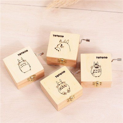 Hollowed-out Vintage Wooden Handle Music Box Chinchillas Creative Birthday Gift