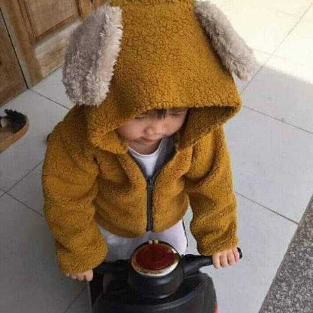Em bán đồ bé ,  gồm áo khoác lông và tuban new .............,.,...............,.,..........,.......