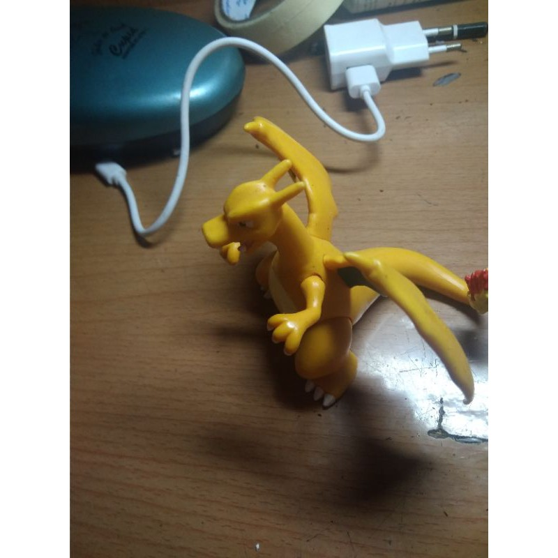 Mô hình pokemon Charizard Tart 2014
