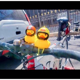 Vịt vàng đội mũ gắn xe có đèn led hot trend tiktok
