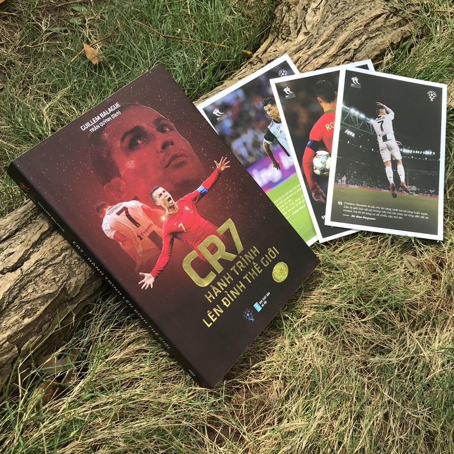 Sách - CR7 - Hành Trình Lên Đỉnh Thế Giới (Ver Bìa mềm) - Tặng kèm Postcard