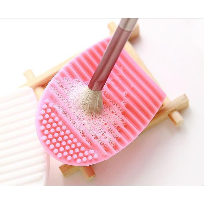 Dụng cụ vệ sinh cọ trang điểm silicone