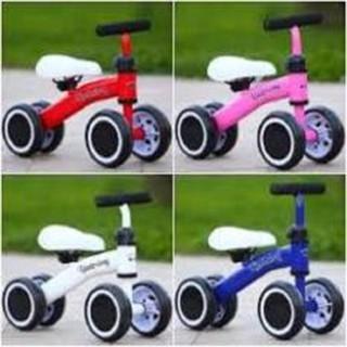 Xe chòi chân 4 bánh cân bằng cho bé từ 1-3 tuổi vận động