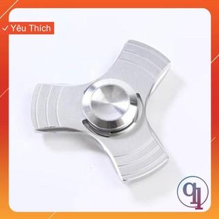 [HÀNG MỚI] Spinner 3 Cánh Kim Loại Viền Ba (Màu Sắc Ngẫu Nhiên)