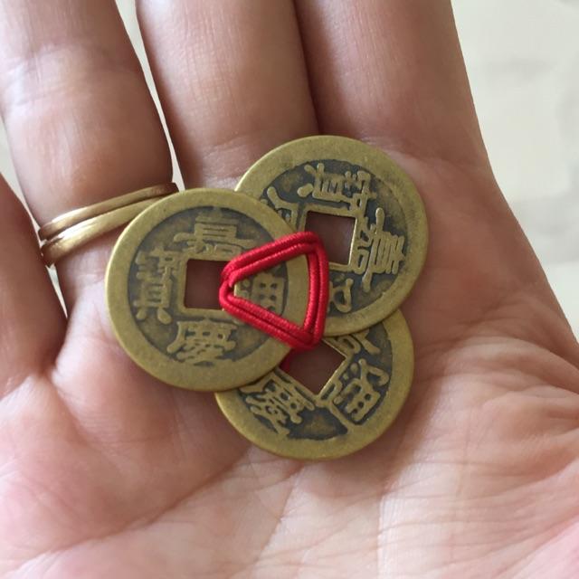 Đồng xu cổ tết chỉ đỏ thu hút tài lộc