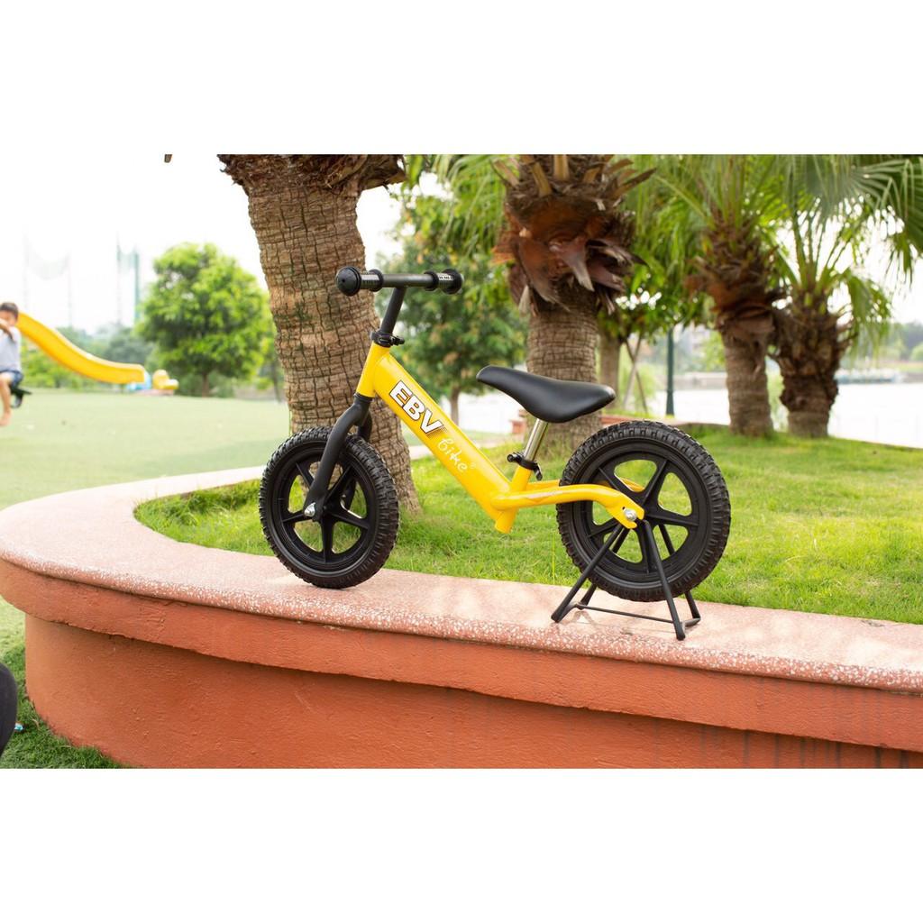 Xe thăng bằng chòi chân Em bé vàng cho trẻ thích vận động