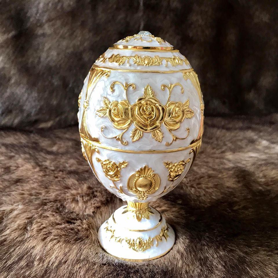Trứng đựng tăm trắng hợp kim mạ vàng Hoàng Gia Thái Lan chân cao